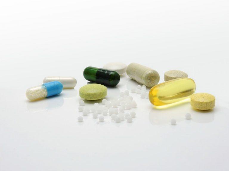verschiedene Kapseln und Tabletten