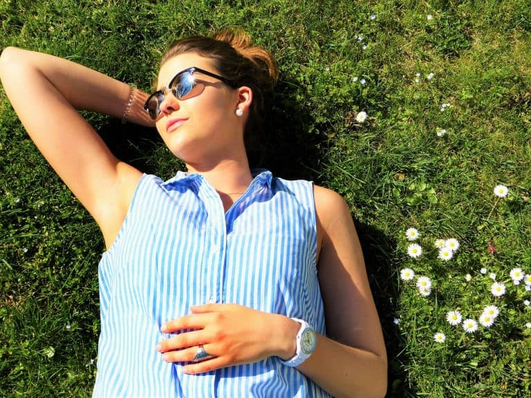 Frau in Sonne