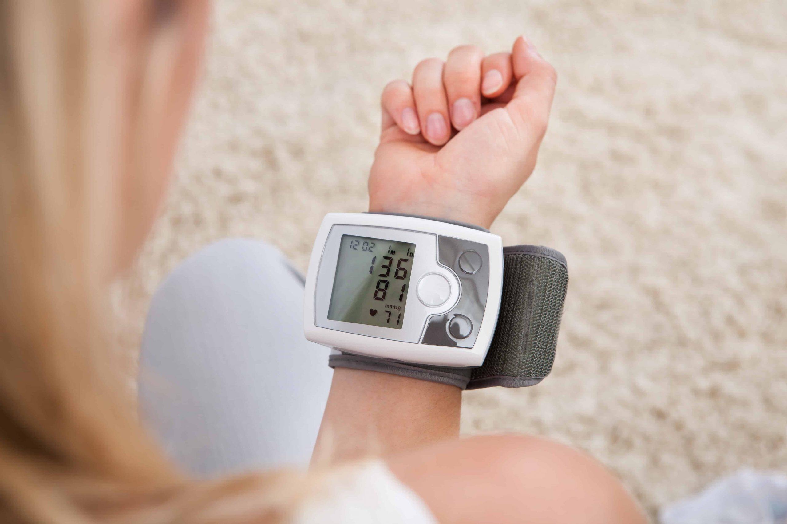 Blutdruckmessgerät Handgelenk: Test & Empfehlungen (11/20)