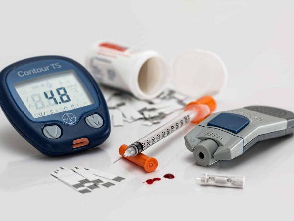 Blutzucker messen ohne stechen: Schmerzfreie Blutzuckermessung